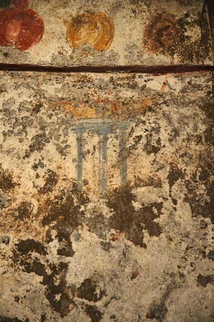 Affresco della parete nord con tripode e lucerna bilicne - Image courtesy of Antonio Giordano ©