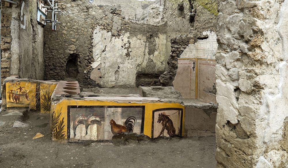 Scorcio del thermopolium della V Regio, Pompei - Ph. © Luigi Spina