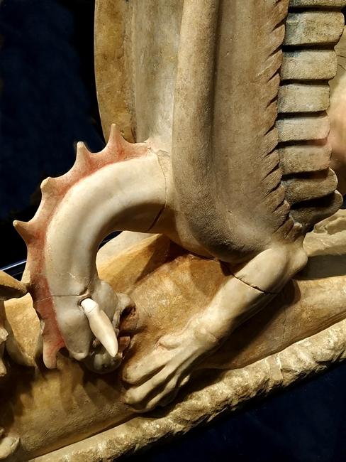 Part. del Trapezophoros, marmo di Afrodisia, IV sec. a.C. - Image by Polo Museale Ascoli Satriano (Fg)