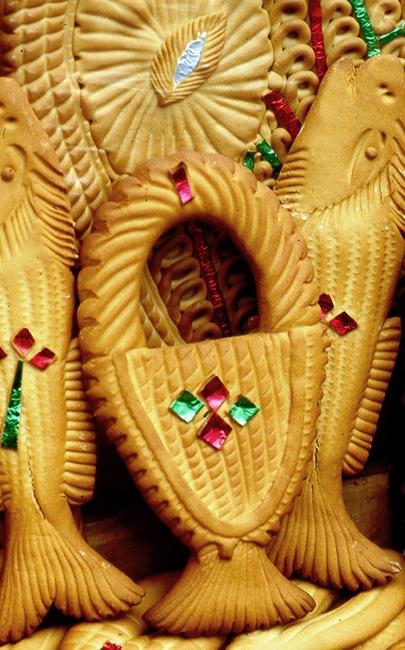 Mostaccioli di Soriano Calabro a forma di paniere greco (panaro) e pesci