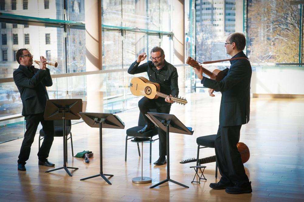 Francesco Pellegrino (al centro) con i Vesuvius Ensemble