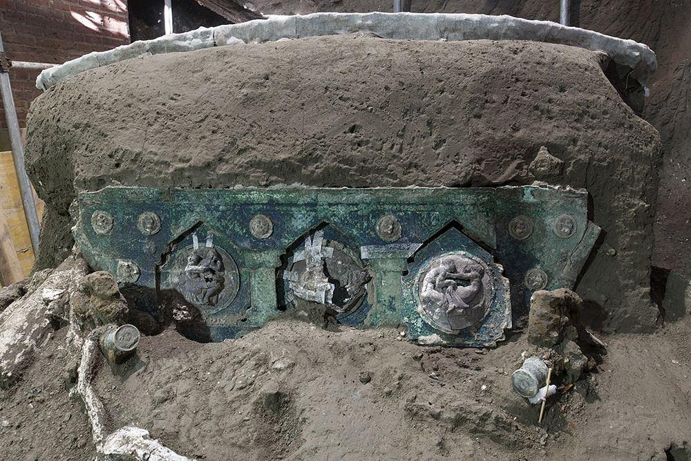 Primi dettagli del carro bronzeo scoperto a Pompei, I sec. d.C. - Ph. © Luigi Spina