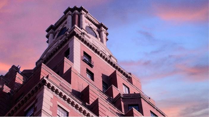 Rosario Candela, roofline del palazzo a 778 di Park Avenue