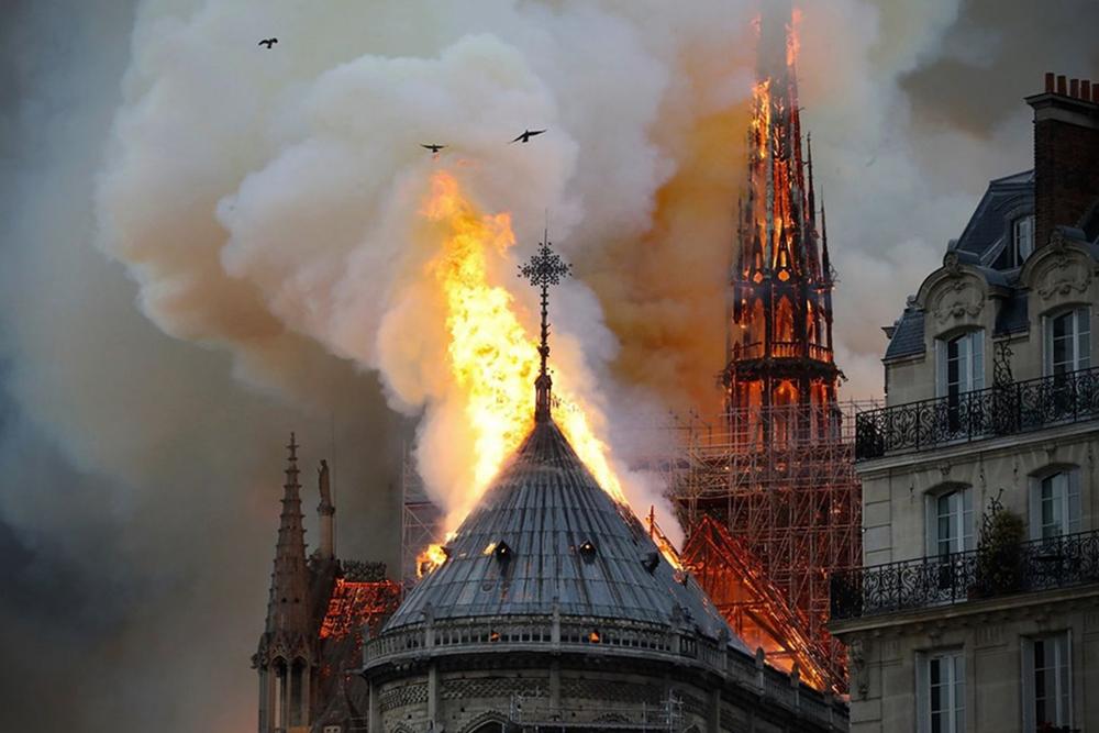 La cattedrale di Notre-Dame in fiamme, aprile 2019 - Image source
