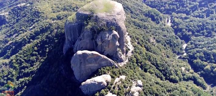 Il maestoso profilo di Pietra Cappa, il monolite più grande dEuropa, Parco Nazionale d'Aspromonte