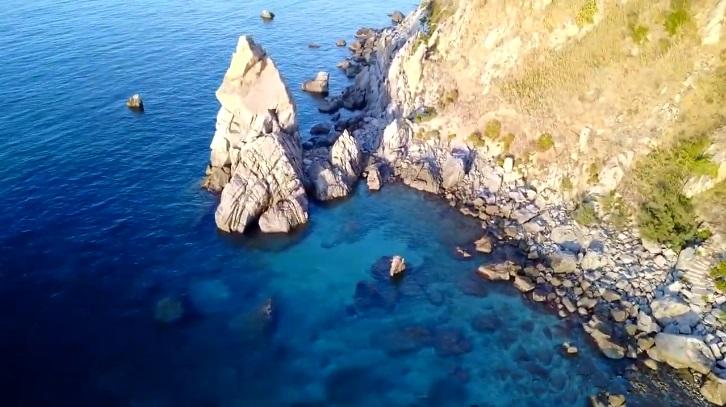 Spiaggia di Michelino, lo Scoglio Palombaro, Parghelìa (VV)