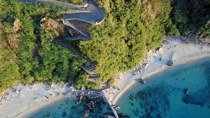 Veduta aerea della scalinata che porta alla spiaggia di Michelino, Parghelìa (VV)