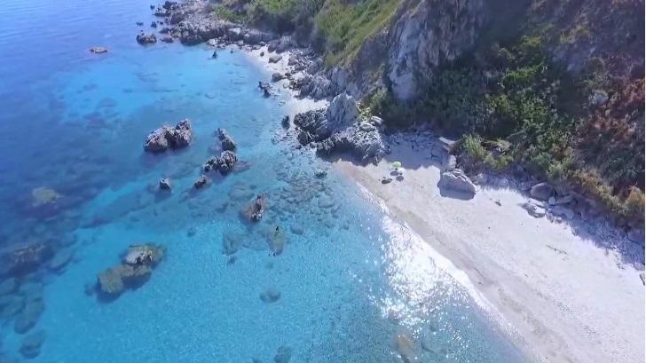 I due arenili della spiaggia di Michelino, Parghelia (VV)