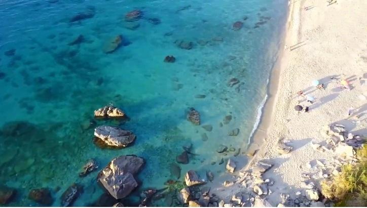 Il bianco arenile est della spiaggia di Michelino, Parghelìa (VV)