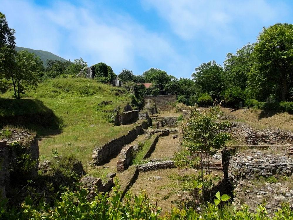 Resti dell'antica città di Nuceria Alfaterna