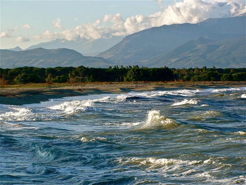La costa del Mar Jonio nei pressi dell'antica città greco-romano di Thurii-Copia