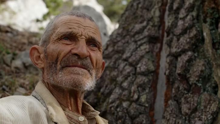 Il vecchio pastore in una scena del film