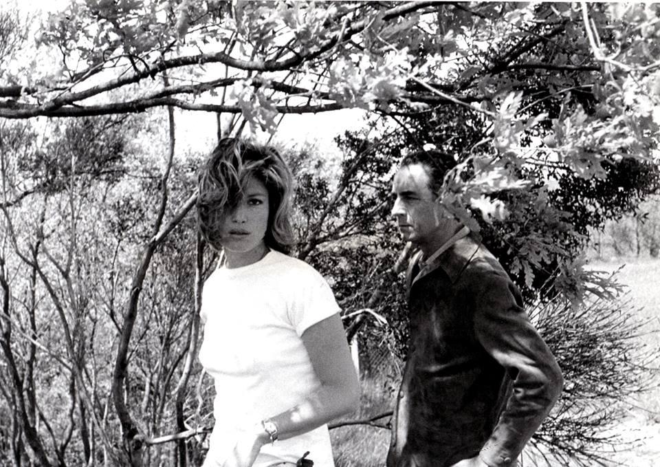 Monica Vitti e Michelangelo Antonioni in Sardegna - Ph. Madeleine Fisher via Associazione Antonioni
