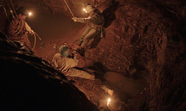 Una scena dal film 'Il buco' di M. Frammartino