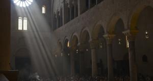 Al Solstizio d'Estate nella Cattedrale di Bari torna la magia del Sole che bacia la pietra. Lo spettacolo supera quello di Chartres