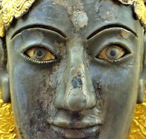 Fig. 4 - Particolare del volto dell'acrolito in avorio e oro che si presume rappresenti Apollo esposto nel Museo di Delfi