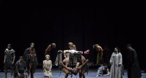 Un Macbeth 'dimezzato': non convince del tutto l'allestimento barese del capolavoro di Verdi
