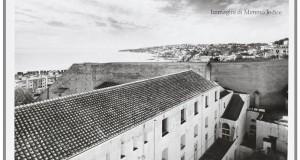 Le savoir sur la falaise. Il complesso conventuale del Suor Orsola Benincasa visto da Mimmo Jodice