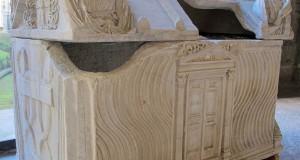 Il sepolcro del normanno Ruggero I° d'Altavilla, custodito a Napoli, potrebbe presto rientrare in Calabria