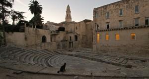 Il Teatro Romano di Lecce al crepuscolo, nello scatto segnalato dalla pugliese Barbara Melpignani