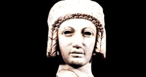Testa di Apollo ritorna da Siracusa in Calabria per una mostra, ma associazione calabrese ne chiede la restituzione definitiva