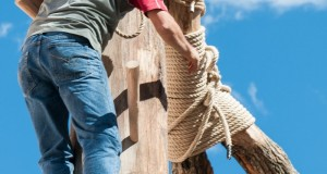 Maggio di Accettura: la lavorazione del tronco e la costruzione delle 'crocce'