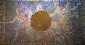 Nuove scoperte nella tomba macedone di Anfipoli. Forse vi è sepolta Olimpiade, madre di Alessandro Magno, ma potrebbe non essere sola