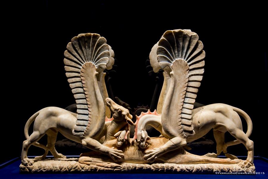 Puglia - Grifi con cerbiatto, IV sec. a.C. - Museo Civico, Ascoli Satriano (Fg) – Ph. © Ferruccio Cornicello