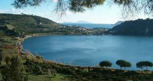 Lucciole e Sibilla. Viaggio notturno sulle sponde del Lago d'Averno, fra natura e Mito