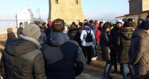 Ieri il sit-in per Capo Colonna. Non si sedano le polemiche: plausi alla manifestazione e accuse di strumentalizzazione politica