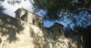 Salento: su un terrazzo del castello di Noha sorge un misterioso borgo per folletti