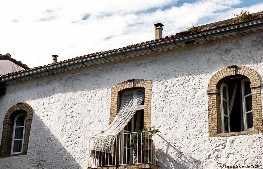 Puglia - Balcone di un palazzo storico di Bovino (Foggia) – Ph. © Ferruccio Cornicello