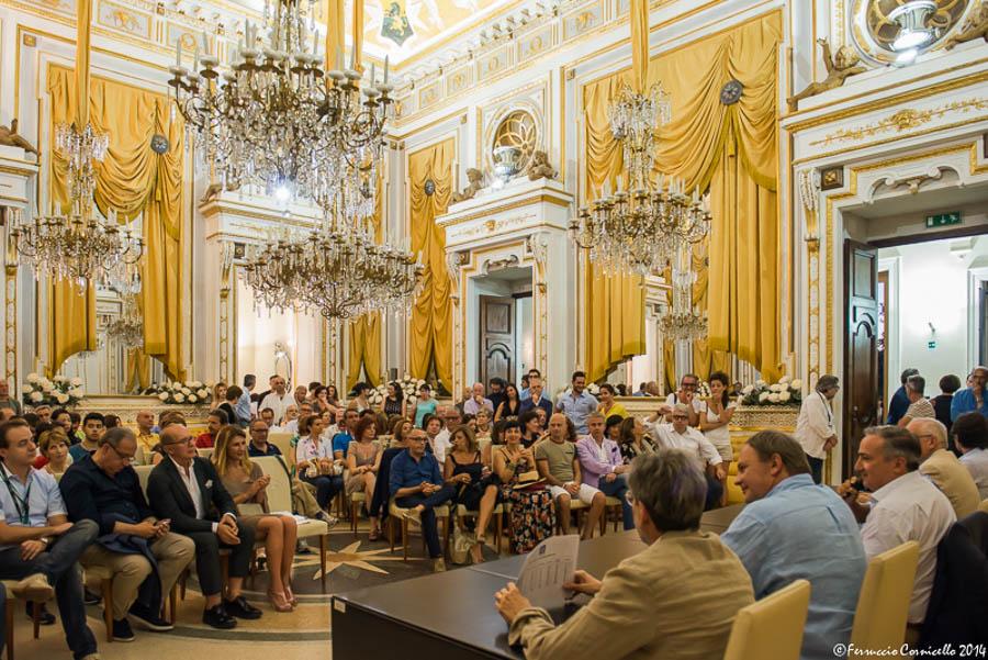 Calabria - Pubblico e relatori di Corigliano Fotografia 2014 nel Salone delle Feste del Castello Ducale di Corigliano calabro (Cosenza)