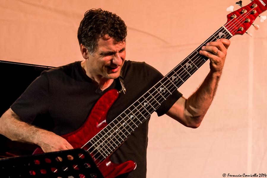 Calabria - John Patitucci, bassista e contrabbassista statunitense, di origini calabresi – Ph. © Ferruccio Cornicello