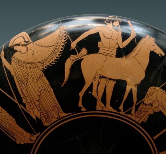 Epeo che con l'aiuto di Atena costruisce un modello del Cavallo di Troia, part. di kylix attica a figure rosse, ca. 480 a.C., da Vulci, Monaco, Staatliche Antikensammlungen