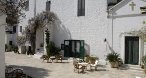 La masseria Il Frantoio di Ostuni e Nocelle, incantata frazione di Positano, fra i luoghi segreti più belli d'Europa secondo Lonely Planet
