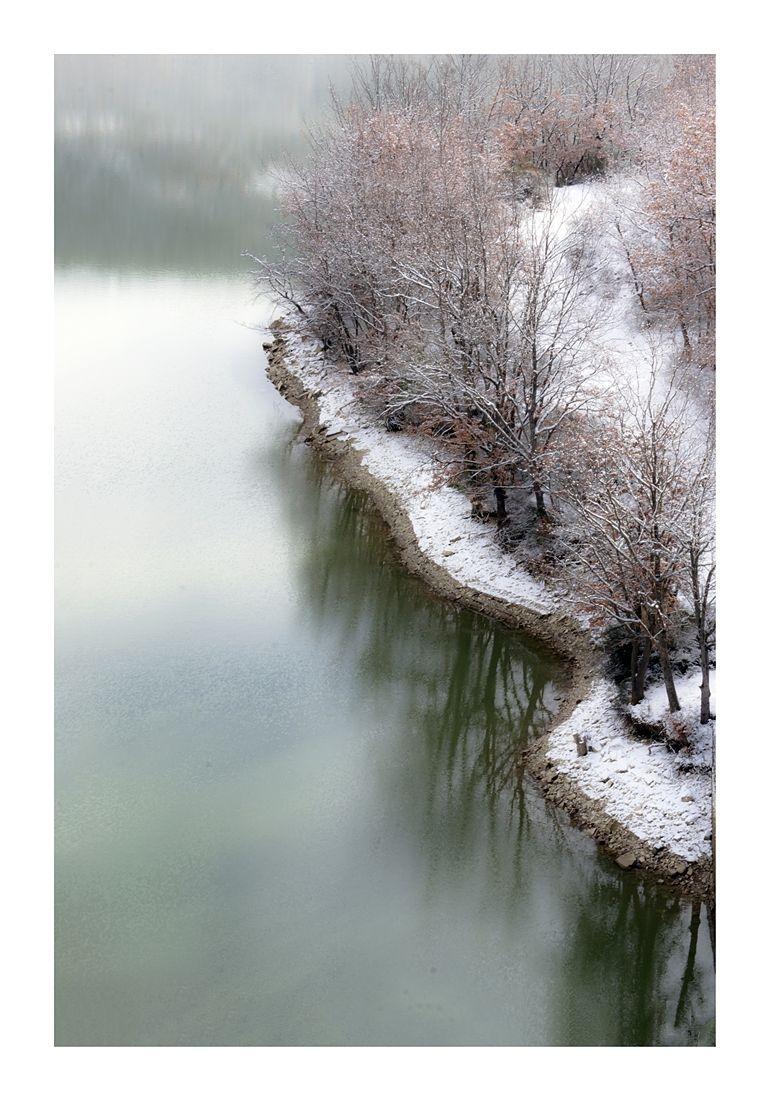 Basilicata - Neve sulle sponde del Lago di Camastra, Trivigno (Potenza)