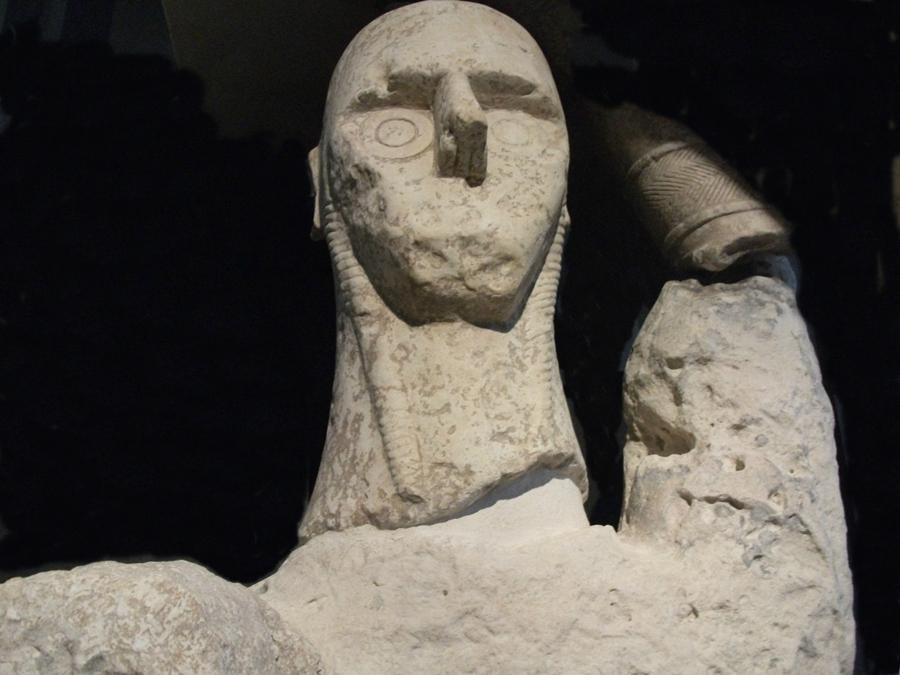 Sardegna - Particolare di uno dei Giganti di Mont'e Prama - Museo Archeologico di Cagliari