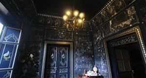 Palermo da Mille e una Notte: un'antica moschea blu affiora da sotto gli intonaci di un edificio in restauro