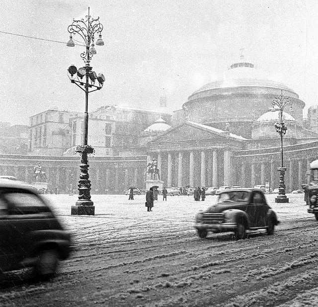 Campania - La nevicata del 1956 a Napoli, in P.zza Plebiscito
