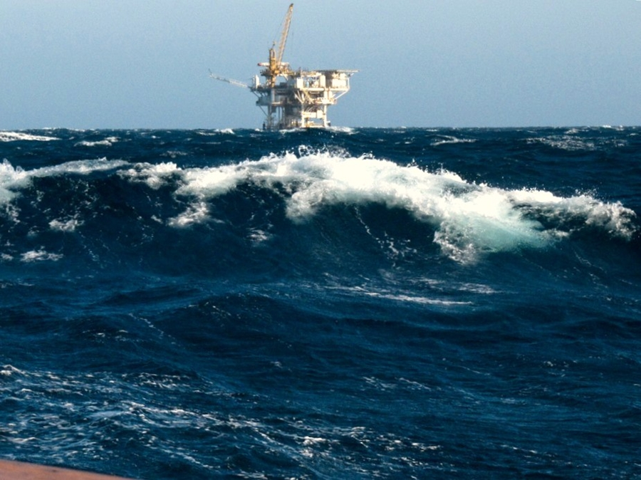 Piattaforma petrolifera – Photo by Mikebaird | CC BY 2.0