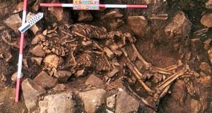 Abbracciati da 6000 anni. Ritrovati nel sud della Grecia gli scheletri di una coppia preistorica