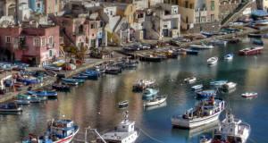 Procida: fra suggestioni letterarie e silenziose atmosfere, uno degli angoli più autentici del Golfo di Napoli
