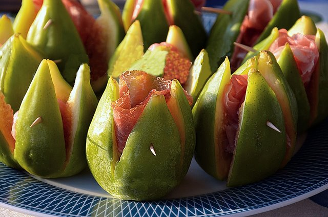 Figs with ham