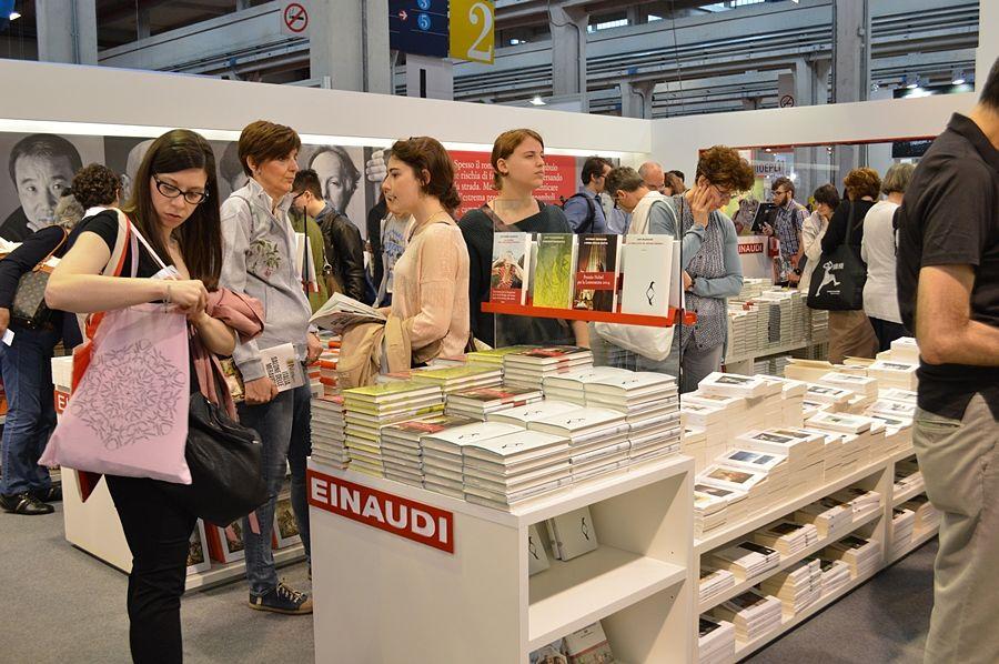 Un gruppo di studenti e docenti di Matera in visita al Salone Internazionale del Libro di Torino - Ph. Angela Capurso