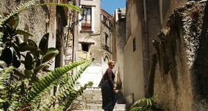 Racconta il tuo SUD | Tra vicoli e scalinate, alla scoperta dell'antica Scalea, testo di Roberta De Luca