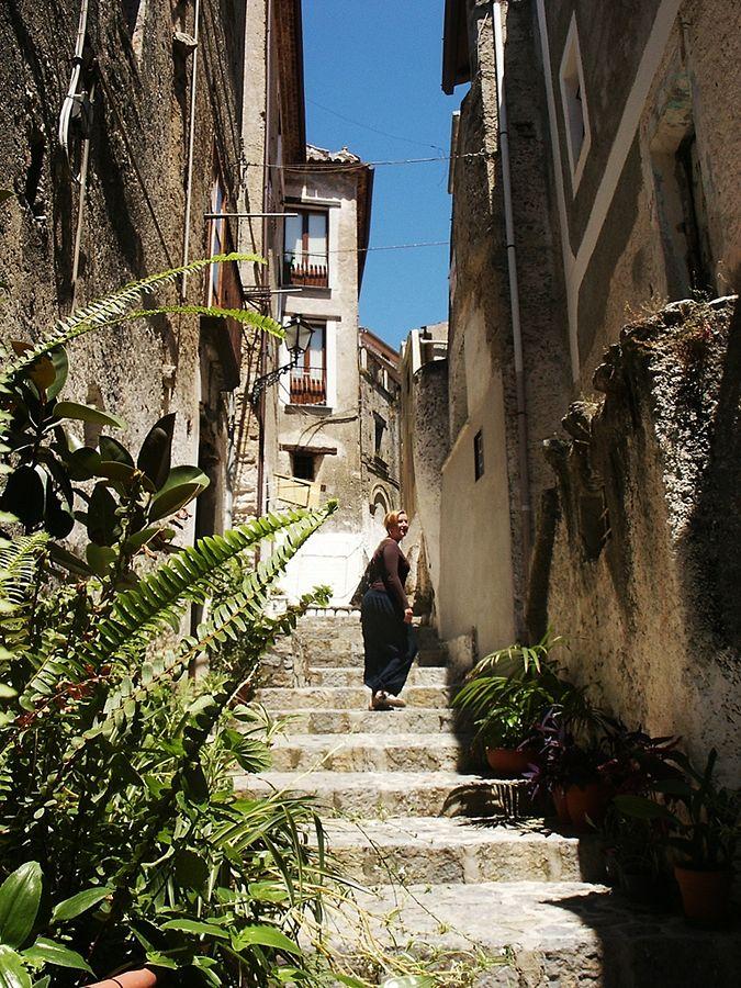 Calabria - Per i vicoli a gradoni di Scalea (Cosenza) - Ph. Niels Roza | CCBY2.0
