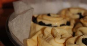Torta di rose con 'nduja, olive nere e pomodorini secchi