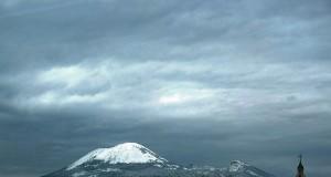 Firmate dal premier le nuove disposizioni sui rischi vulcanici del Vesuvio. Scenario shock dalla NY University: «potrebbe fare un milione di morti in 15 minuti»