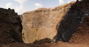Il cratere del Vesuvio nello scatto dell'inglese S J Pinkney